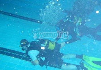 Scuba-diving in a swimming pool
