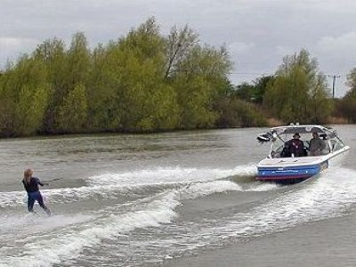 Billabong Water Sports and Caravan Park Wakeboarding