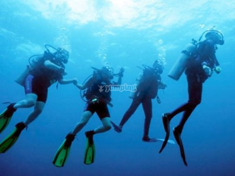 Group drift diving