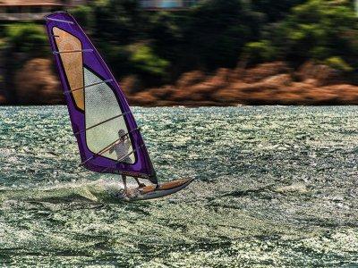 Escuela de Vela y Kayak Sant Pol Windsurf