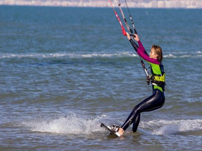 9h complete kitesurfing course in Guadarmar