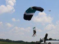 Landing a tandem parachute