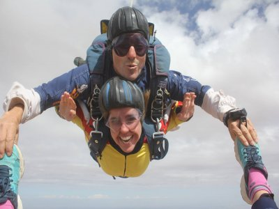 Skydiving from 4000 m with Video and Photos