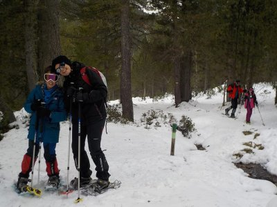 Guided snow rackets and 4x4 excursion in Ordesa