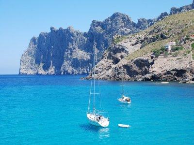1-week sailboat rental in Baleares on late June