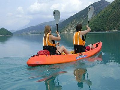 Adult kayak in Aguas Tranquilas, Pirineos