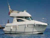 Flybridge motor yacht in Mallorca