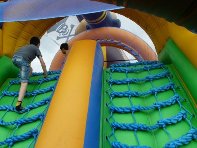 Multiadventure for schools with bouncy castles