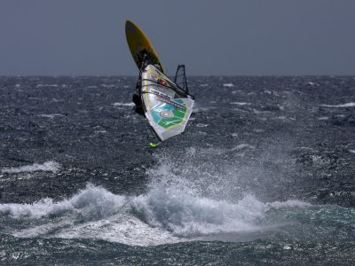 10-hour windsurfing course in Calella