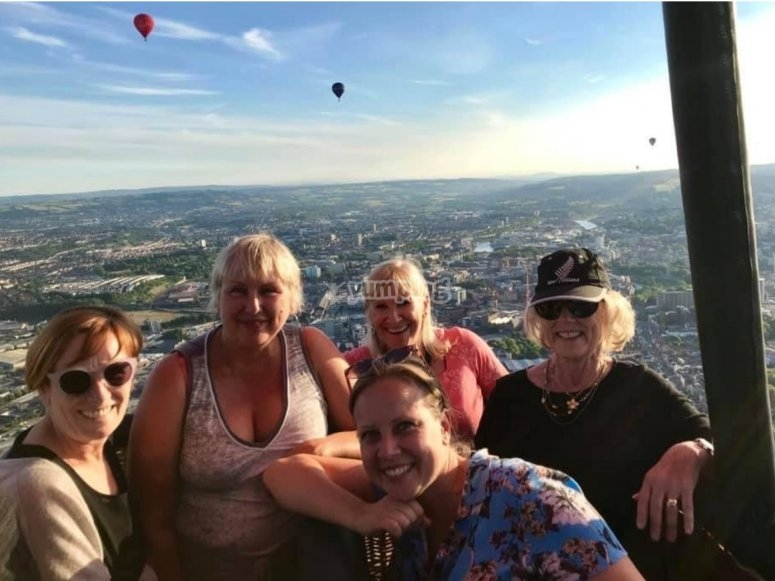 Ballooning with friends