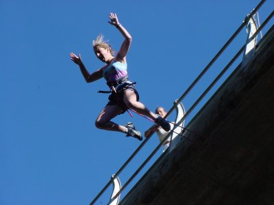 Bungee Jumping in Sort