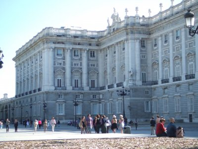 Visit the Surroundings of the Royal Palace