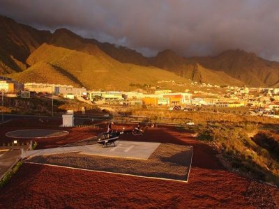Helicopter tour: Tenerife's beaches & canyons