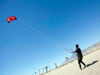 Basic kiteboarding course, Almería, 1 hour