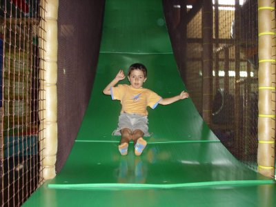 1 hour at a kids' play centre in Erandio