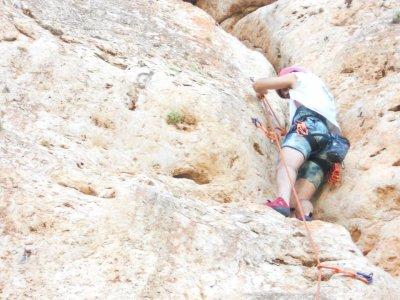 4h Climbing course in Alicante, natural wall