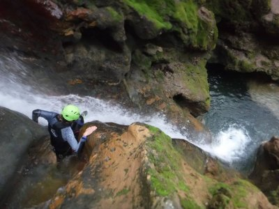 Canyoning descent for beginners in Coanegra 4h