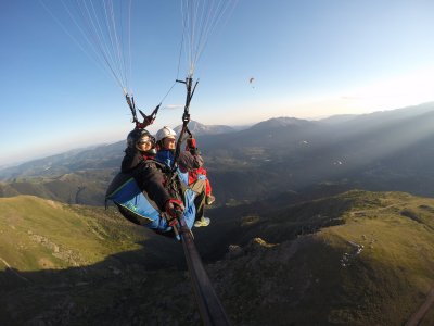 Tandem paragliding Liri 30 min photos and transfer