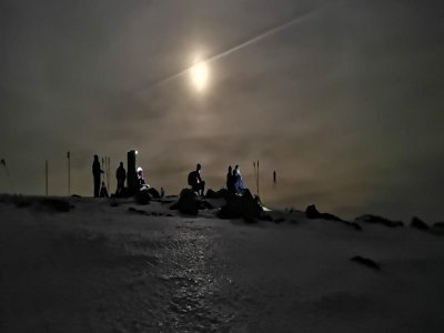 4 h. Snowshoeing in the moonlight in Cotos