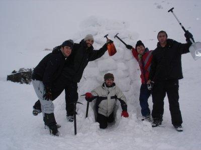 Snowshoes + igloo building in Navafría