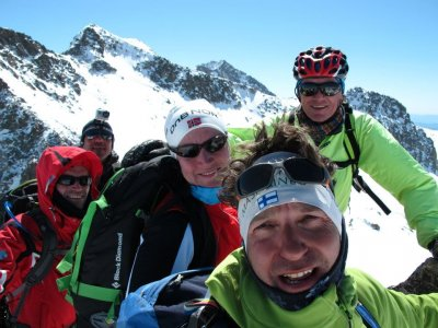 Snowshoeing tour on a weekend in Huesca