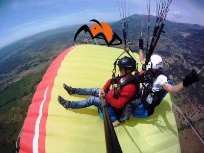 Extreme paragliding w/ acrobatics, Madrid