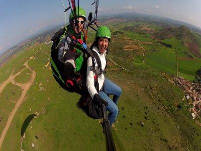 25 min adventure paragliding near Madrid