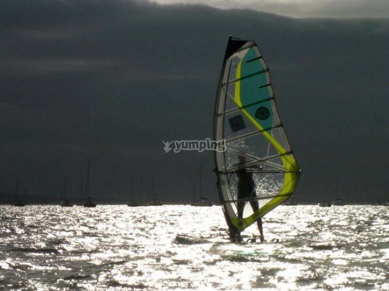 Windsurfing lessons in Poole Harbor