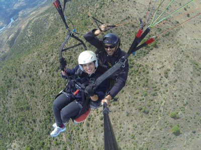 Paragliding baptism in Madrid's mountain range