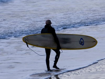 Surf lesson 2 hours, coast of Viveda