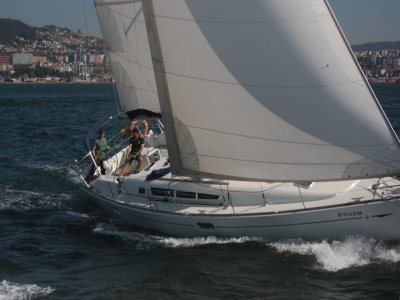 Engine and sail + radio PER course in Vigo