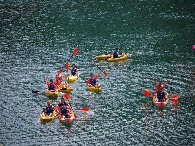 1h canoeing tour in Benitandus reservoir