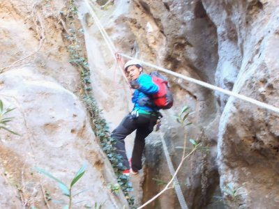 Dry canyoning at level 2, in Sierra Espadán