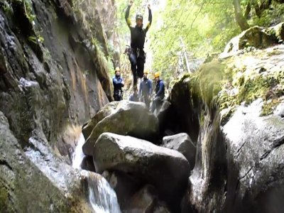 Advanced level canyoning in the Pyrenees, 4-8 h