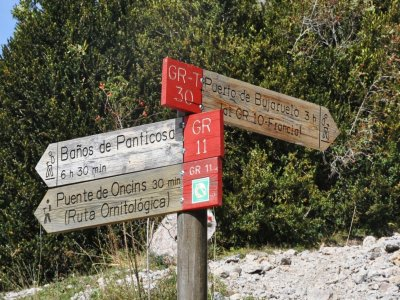 Trekking route and Pyrenean shelters, 5 days