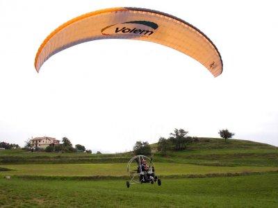 20 minutes Paramotoring in Berga