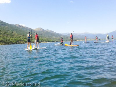 Stand up paddle surfing and canoeing in Lozoya