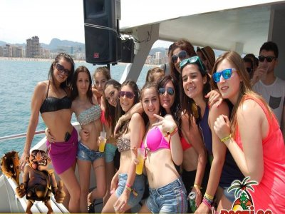 Boat party+accommodation+lunch+disco
