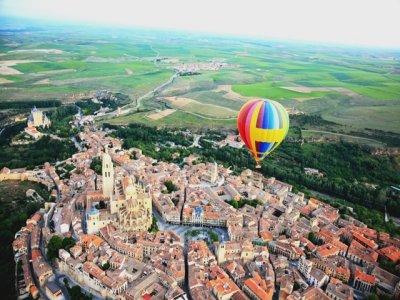 Exclusive balloon flight for 2 in Segovia
