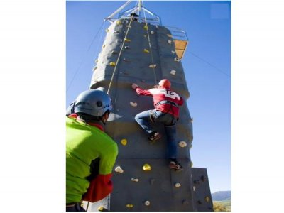 Free climbing on a climbing wall in Guadarrama