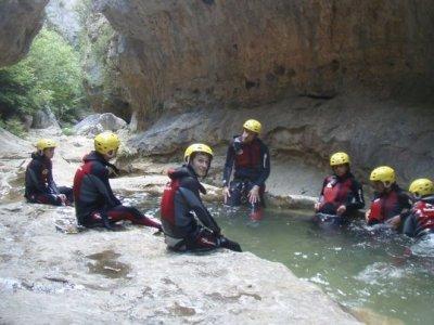 School rafting activity in Buendia, Cuenca