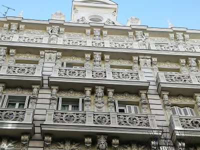 Guided Tour Through Emblematic Buildings of Madrid