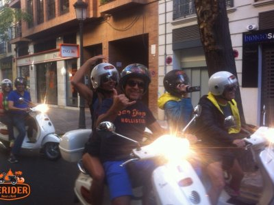 Guided visit through Valencia in Vespa 5 hours