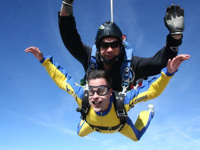 Freefall and tandem skydiving course in Madrid
