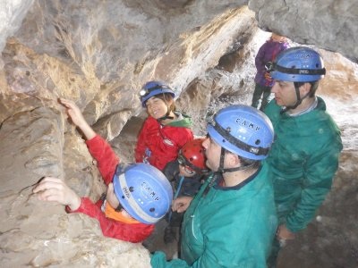 Caving for kids in Madrid 60 minutes