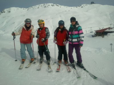 Skiing lessons in Astún or Candandanchú 2h