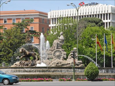 Limousine route through Madrid with wine