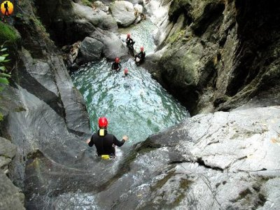 3 hours of aquatic canyoning in Valencia