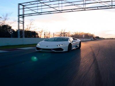 Drive a Lamborghini Huracan in Cheste, 1 lap