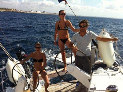 Sailing in Bahía de Palma, bachelo party